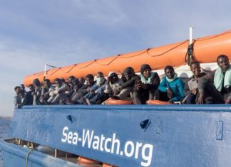 Immigrati a bordo della Sea Watch 3