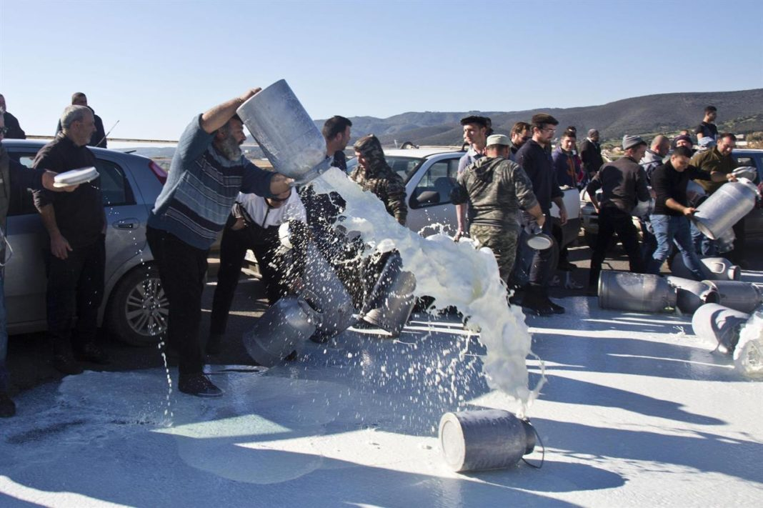 Pastori sardi latte proteste