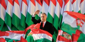 Viktor Orban saluta la folla