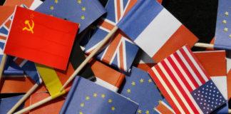 Bandiere di vari Stati fra cui manca la bandiera italiana