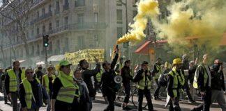 Gilet gialli in corteo a Parigi