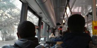 La regione trentino taglia finanziamenti trasporto pubblico per immigrati, associazioni fanno raccolta fondi