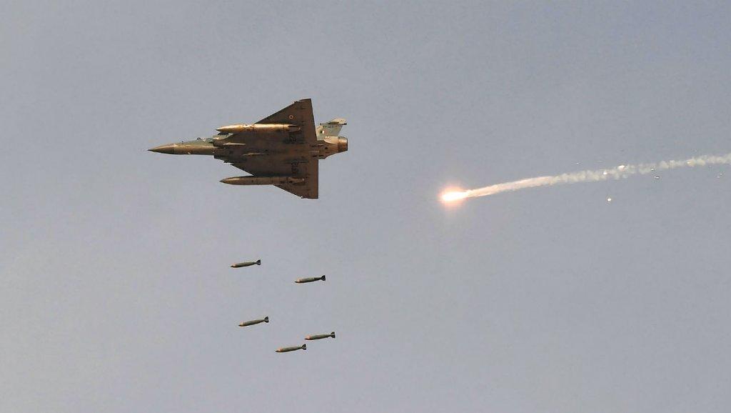 Il Pakistan abbatte due caccia indiani entrati nel suo spazio aereo