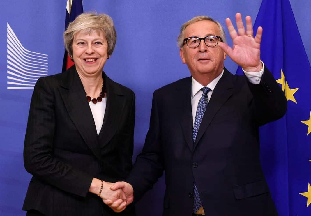 La premier May e il presidente della Commissione Ue Juncker