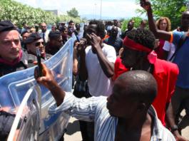agenti polizia sgomberano baraccopoli immigrati san ferdinando
