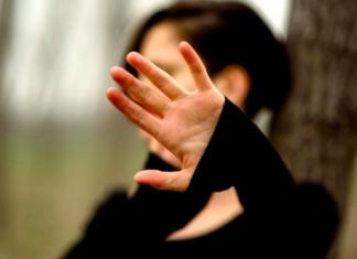 Vercelli immigrato violenza sessuale minori