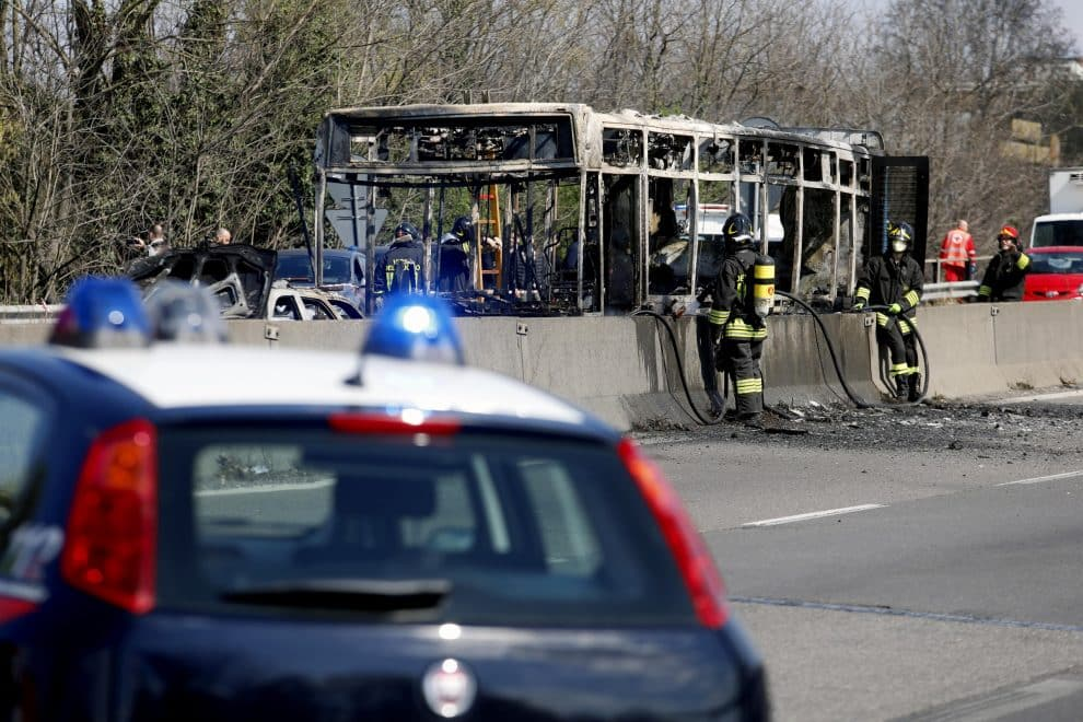 bus incendiato da senegalese