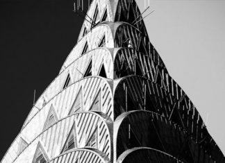 foto della guglia del chrysler building in bianco e nero