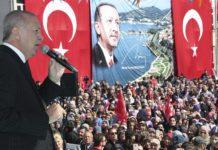 Il presidente turco Erdogan durante un comizio
