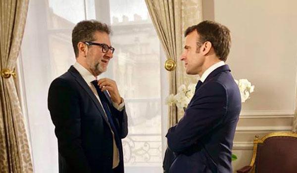 Fabio Fazio davanti ad Emmanuel Macron
