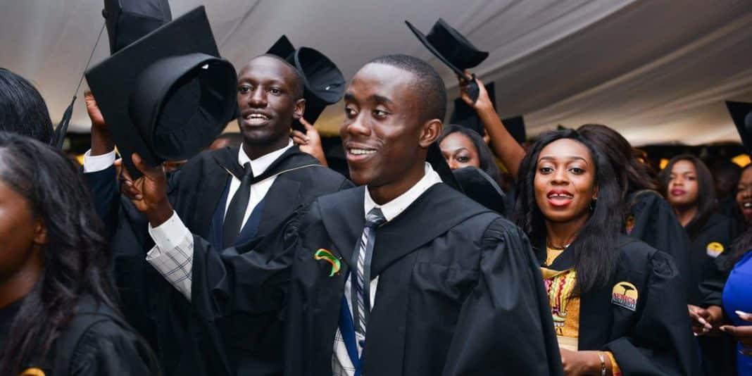 immigrati laureati festeggiano
