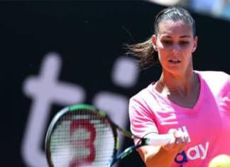 flavia pennetta mentre gioca a tennis