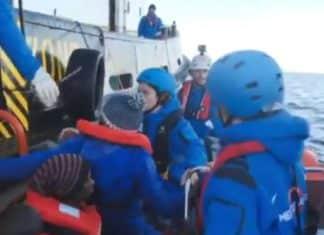 Le operazioni di soccorso della nave Ong Mare Jonio