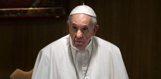 papa francesco attonito