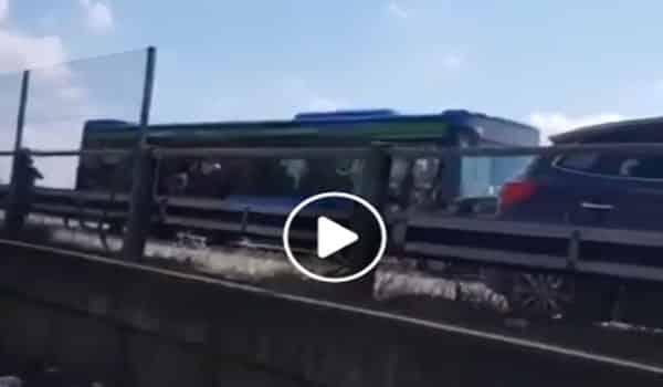 still del video dell'inseguimento del bus
