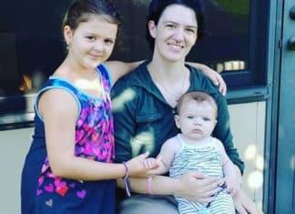 ari dennis e i suoi due figli