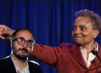 Raimo esulta l'elezione del sindaco di Chicago Lightfoot