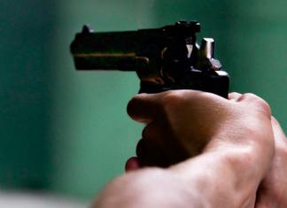 nigeriana ruba pistola agente spara