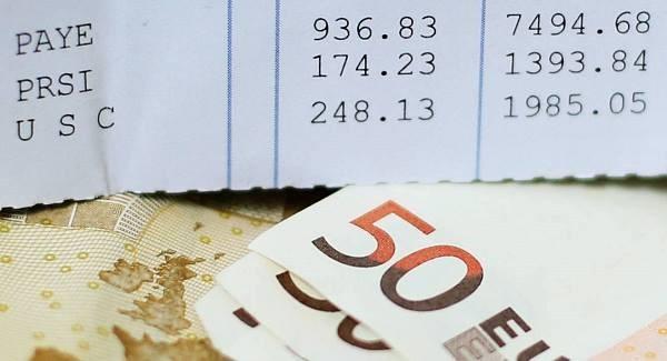 immagine repertorio busta paga e soldi