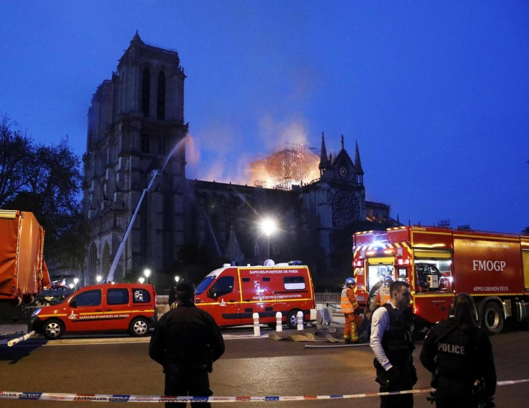 L'incendio di Notre Dame è quasi spento