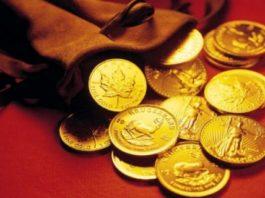 gettoni d'oro su fondo rosso