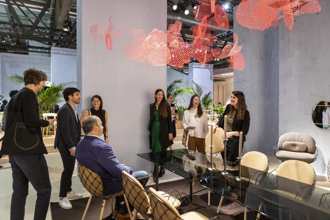 Frequentatori del Salone del Mobile di Milano