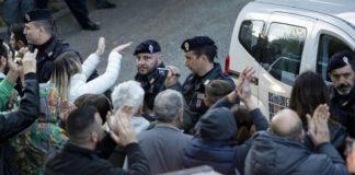 cittadini in protesta a torre maura