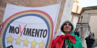 Un manifestante del Movimento 5 Stelle