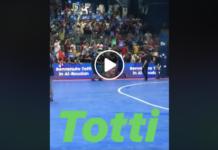 Il video dell'ingresso in campo di Francesco Totti
