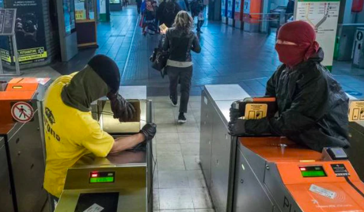atm biglietto metropolitana milano vandali
