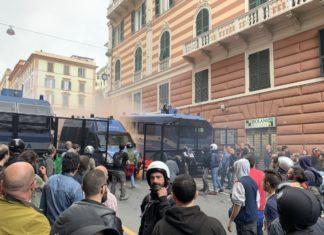 genova antifascisti contro polizia