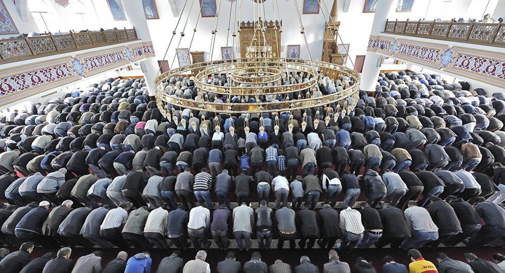 moschea, fedeli in preghiera