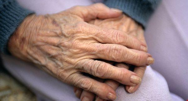 anziana, mani