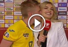 Il calciatore ucraino bacia la giornalista