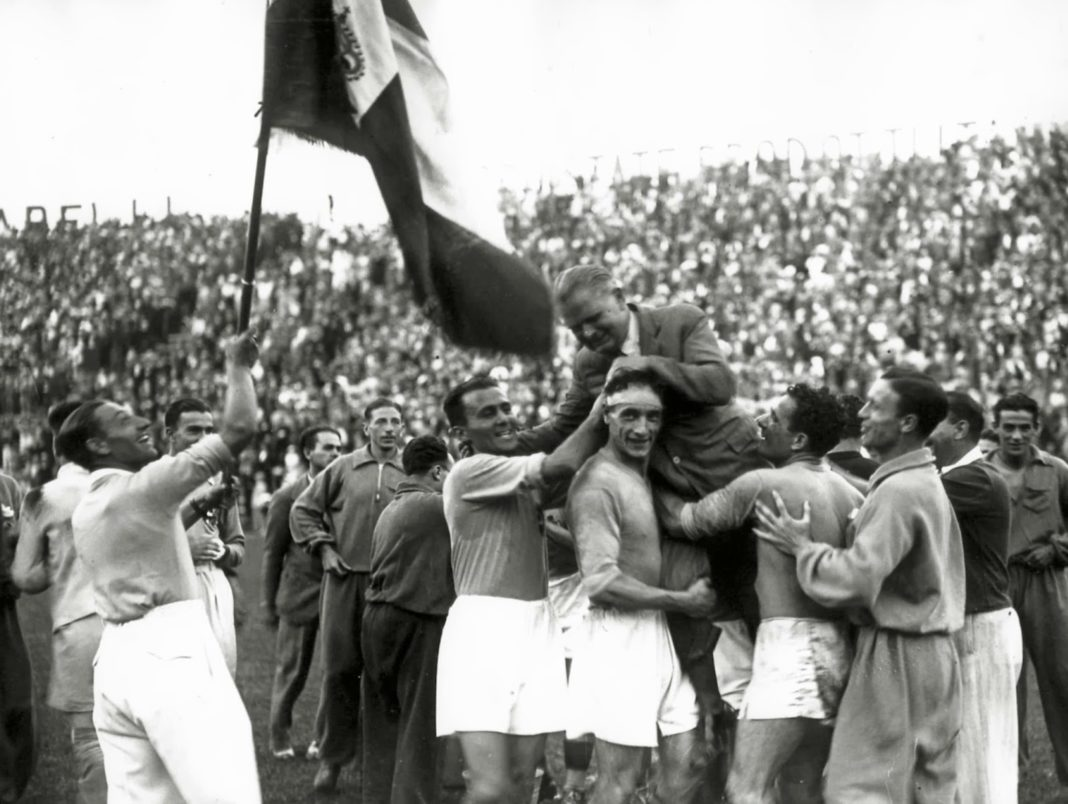 The Azzurri celebrate the victory of the 1934 World Cup