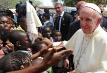 """Il Papa lancia hashtag #WithRefugees: """"Immigrati dono della Provvidenza"""""""