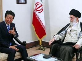 Iran, storico incontro tra primo ministro giapponese e Khamenei