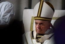 """Papa Francesco, solidarietà agli immigrati: """"Strumentalizzati dai politici"""""""