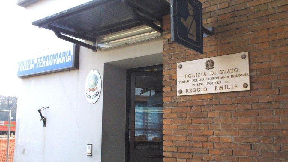 Reggio Emilia, immigrato palpeggia poliziotta e si masturba