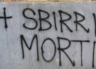 sbirri morti polizia arresta autore della scritta