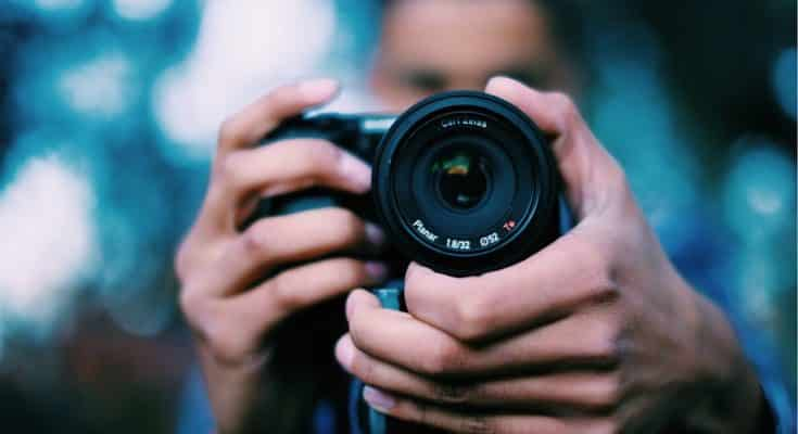 Visione frontale di una fotocamera
