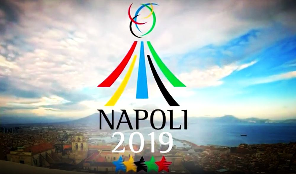 Universiadi Napoli 2019: i cartelli delle nazioni portati dagli immigrati