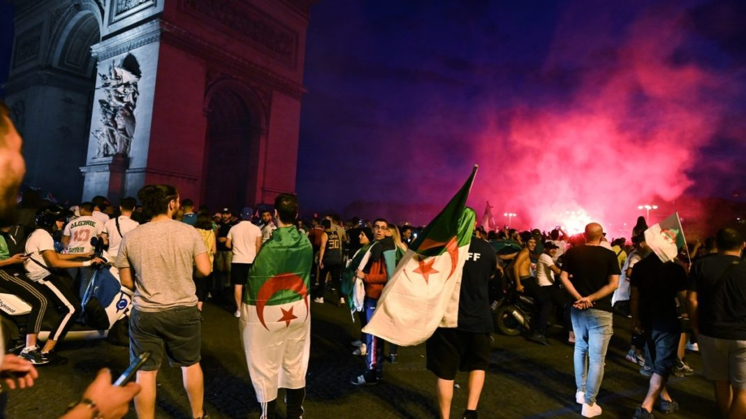 parigi, tifosi algerini