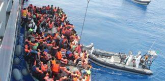 barcone immigrati fermato