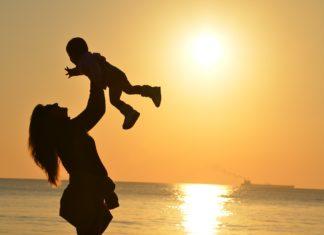 istinto materno, madre con figlio