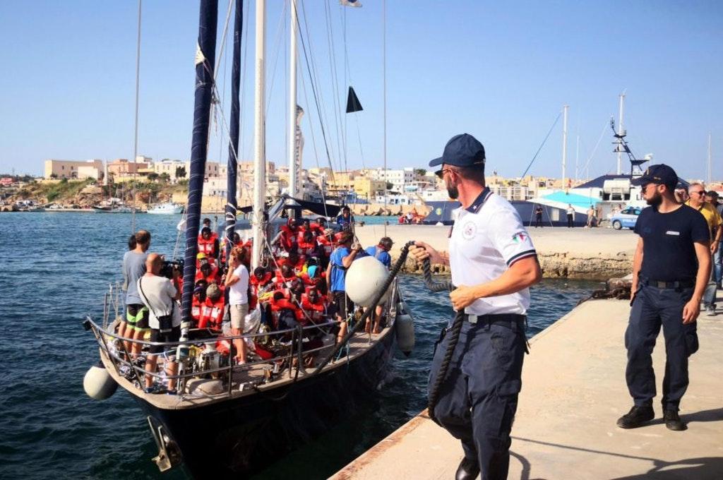 mediterranea sbarca immigrati