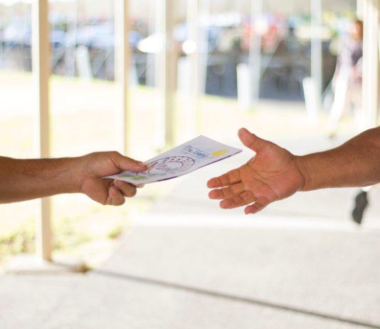 consegna di una cartolina