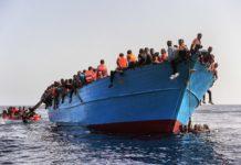 lampedusa, barcone immigrati