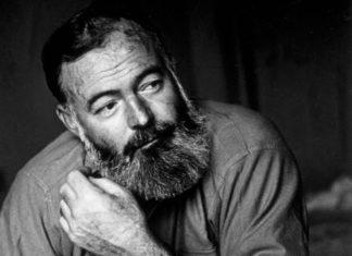 Lo scrittore Ernest Hemingway