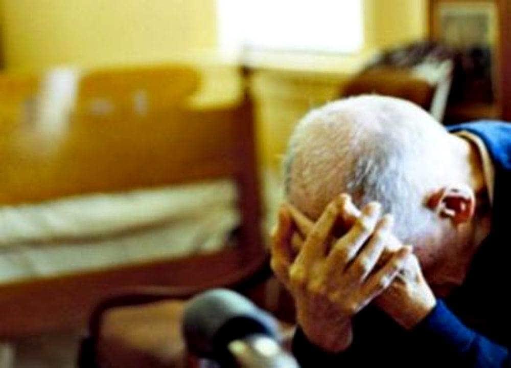 Anziano picchiato